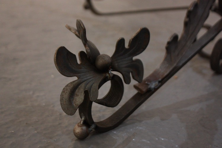 'Sentinel, Female' (Detail). Wrought and cast 'iron' (steel). 2.1m x 1.1 x 1.1 m. By Meadhbh O'Connor 2015.